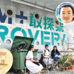M+助理策展人陳日明邀請校記坐在藝術家吳家俊(圓圖)特製的椅 . . . . . . (圖:何思諾)