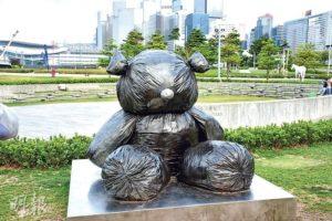 韓國藝術家金泓錫的作品《像熊一樣的形狀》(圖:鄭律銘)