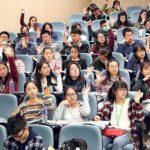 林靜潔在講座中問校記有否每天透過網上媒體接收信息,很多校記舉手表示「有」。