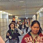為了第一時間趕往「事發現場」採訪,一眾校記奮力奔跑。