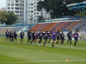 香港代表隊為嘉士伯盃2004集訓,吸引校園記者的注目及喝采。