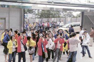 能進入平日是「禁地」的外交部駐港特派員公署,校記都好奇地到處拍照。