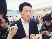 外交部駐港特派員公署新聞及公共關係部主任宋榮華接受校記訪問。