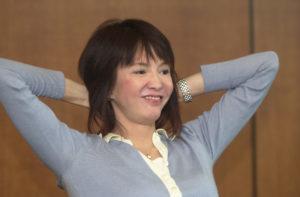 鄭裕玲以一身便服打扮,與14名校記分享她的事業、愛情生活。