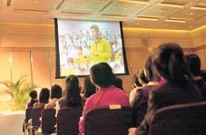 開學禮以播放去年活動精華作序幕,令新一屆校記看得心癢癢。
