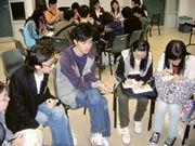「X計劃」義工(左二)吳偉倫分享心得。