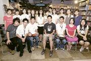 採訪過後李敏與一眾校記合照。