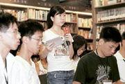 訪問時,李敏要求校記發問前先站立,並作自我介紹,讓校記一嘗「現職記者」採訪時左手握咪、右手拿筆記簿和筆的滋味。