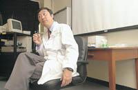沈祖堯醫生說,香港大學的袁國勇教授在SARS肆虐期間曾提醒他,「你不要老板臉」,否則會使病人支持不住。