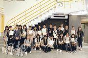 校記由導賞員帶領參觀香港藝術中心,從遍佈中心內外的藝術品了解到,原來藝術可以融入生活。