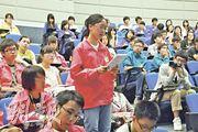 400多名校記參與迎新營,透過工作坊向香港中文大學新聞與傳播學院教授蘇鑰機及《明報》攝影記者余俊亮取經,更一嘗模擬採訪的滋味,增進對傳媒工作的認識。(余俊亮攝)