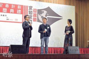 資深傳媒人區家麟(左)和呂秉權(中)在開學禮上給校記講課,提醒校記在網絡資訊發達的情况下要保持「求知求真」的精神。